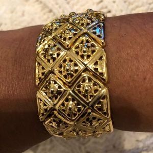 Vintage Gold tone women bracelet.